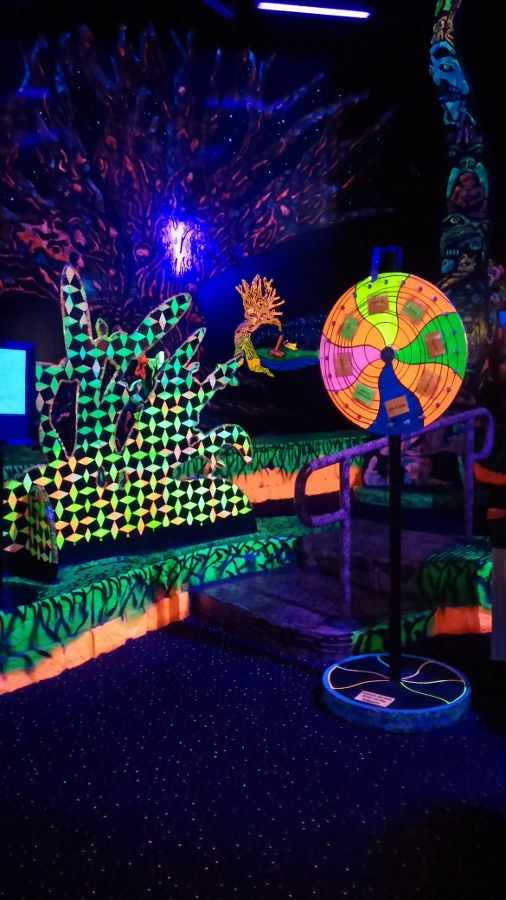 Putting Edge Glow In The Dark Mini Golf And Arcades review