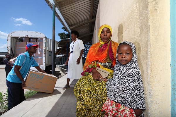 coca-cola-project-last-mile-mother-and-child-await-medical-care-outside-a-clinic-in-tanzania