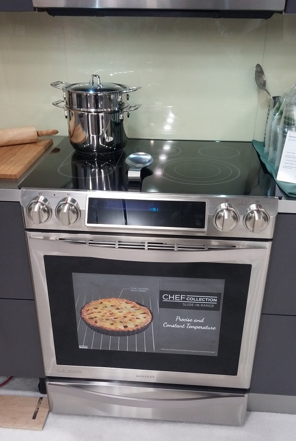 This Flex Duo Oven will allow me to cook two dishes at two different temperatures at the same time. I can even program my favorite recipes.