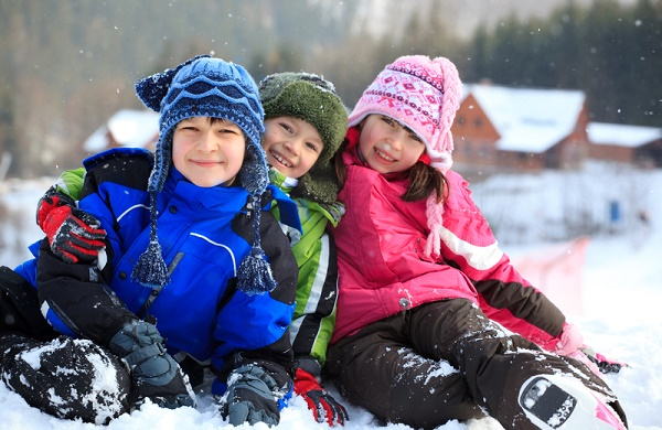 Ways To Keep Kids Safe Outside All Winter #wintertips #winter #wintertipsforkids