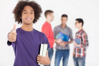 3 Easy Ways Youth Can Engage Their Community This Summer