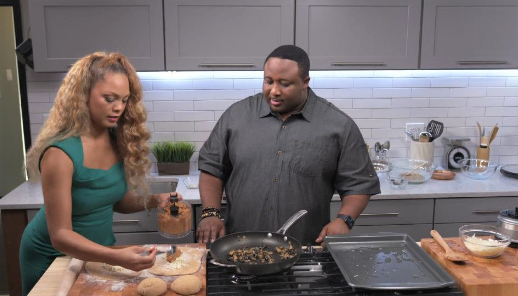 New Soul Kitchen Whips Up Creative Party Dishes and Holiday Spreads In Back-To-Back Episodes This Weekend