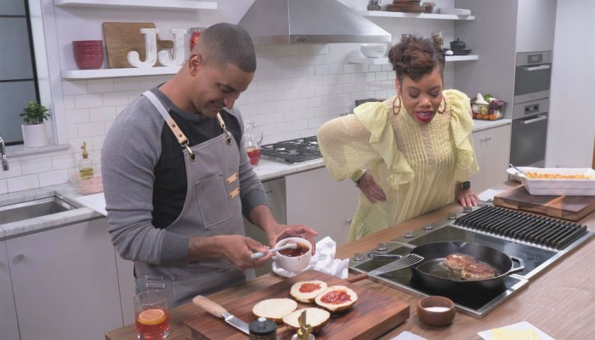 Turkey Burgers with Mac and Cheese Baked Mac and Cheese Cleo TV's Just Eat with Chef JJ